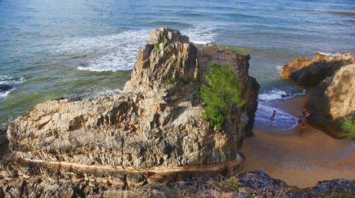 Bãi biển Đá Nhảy Quảng Bình