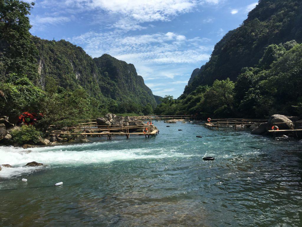Suối Nước Moọc Quảng Bình điểm đến lý tưởng vào mùa hè
